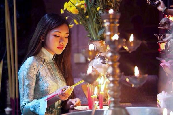 """Lạm bàn chuyện """"Ngày xuân – đi chùa – lễ Phật – dâng hương"""""""